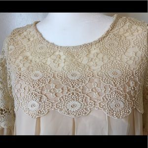 Simply Couture Creme with Lace Like new Condition